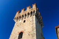 Torre do castelo do scaliger em Sirmione, Itália Fotos de Stock Royalty Free