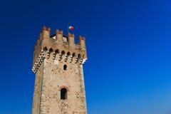 Torre do castelo do scaliger em Sirmione, Itália Imagens de Stock Royalty Free