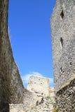 Torre do Donjon com parede circunvizinha Fotos de Stock