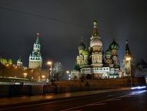 Torre do Kremlin de Rússia Moscou, o capital, a catedral da manjericão do St Imagens de Stock Royalty Free