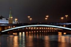 Torre do Kremlin de Rússia Moscou, o capital, pontes Imagens de Stock Royalty Free