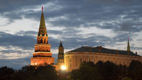 Torre do Kremlin em Moscou na noite Foto de Stock Royalty Free