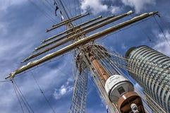 Torre do mastro e do escritório imagem de stock