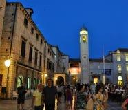 Torre do palácio de Sponza na noite imagens de stock