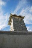 Torre do relógio em uma cadeia Imagem de Stock Royalty Free