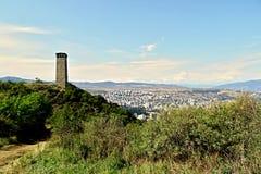 Torre do relógio sobre o Tbilisi foto de stock