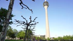 Torre do Reno de Rheinturm, Dusseldorf, Alemanha vídeos de arquivo