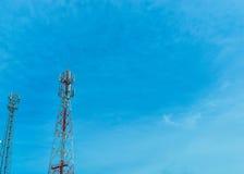 Torre do sinal com o céu azul Foto de Stock