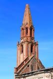 Torre do tijolo da igreja luterana de Kaukemen de 1706 da construção Foto de Stock