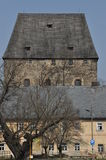 Torre ducal medieval en el pueblo Siedlecin fotografía de archivo