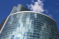Torre e céu corporativos Imagem de Stock
