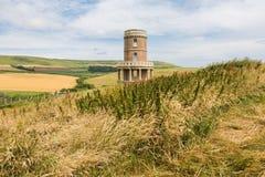 Torre e campi circolari di Clavell nella costa giurassica di England's fotografie stock
