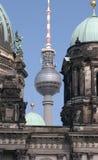 Torre e catedral da tevê Imagem de Stock Royalty Free