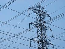 Torre e cavi ad alta tensione Fotografia Stock Libera da Diritti