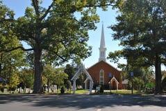 Torre e cemitério da igreja Imagens de Stock Royalty Free