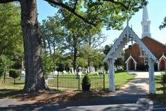 Torre e cemitério da igreja Foto de Stock Royalty Free