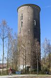 Torre e ciclista di acqua nella città olandese Heerlen Fotografia Stock