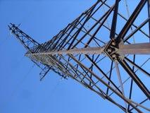 Torre e cielo dell'elettrodotto Fotografia Stock Libera da Diritti