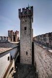 Torre e corte del castello Immagini Stock