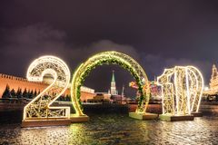 Torre e 2019 de Spasskaya inverno Moscou antes do Natal e do ano novo fotografia de stock royalty free