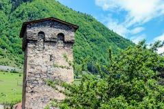 Torre e montagne di Svan Immagini Stock