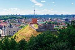 A torre e os duques grandes abaixam o castelo em Vilnius de Lituânia fotos de stock royalty free