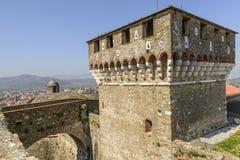 Torre e ponte alla fortezza di Sarzanello, Sarzana Fotografie Stock Libere da Diritti