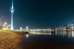 Torre e ponte di Macao a Taipa alla notte Immagini Stock Libere da Diritti