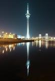 Torre e ponte di Macao a Taipa alla notte fotografie stock