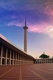 Torre e por do sol da mesquita Imagens de Stock Royalty Free