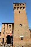 Torre e porta do castelo italiano Formigine fotografia de stock