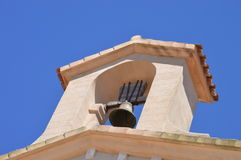Torre e sino da igreja Foto de Stock Royalty Free