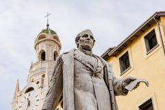 Torre e statua di bel Fotografia Stock Libera da Diritti