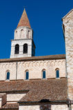 Torre e tetti della basilica di Aquileia fotografia stock libera da diritti