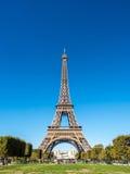 A torre Eiffel é marco em Paris Fotos de Stock Royalty Free