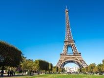 A torre Eiffel é marco em Paris Fotos de Stock
