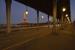 Torre Eiffel alla notte immagine stock libera da diritti