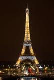 Torre Eiffel alla notte, Parigi Fotografie Stock Libere da Diritti