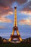 Torre Eiffel alla notte, Parigi, Francia Fotografie Stock