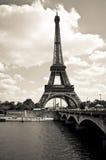 Torre Eiffel blanco y negro Foto de archivo libre de regalías