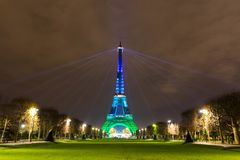 Torre Eiffel brilhos Torre Eiffel da noite paris Noite Paris fotos de stock royalty free