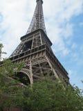 Torre Eiffel con cielo blu fotografie stock