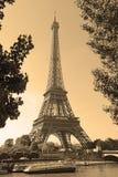 Torre Eiffel con el filtro de la sepia, París Francia Imagen de archivo libre de regalías