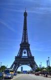 Torre Eiffel con fútbol en París Imagen de archivo