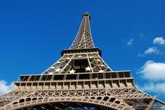 Torre Eiffel con il simbolo dell'Ue Fotografie Stock Libere da Diritti