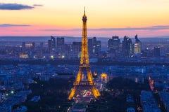 Torre Eiffel con la demostración ligera del funcionamiento en París, Francia foto de archivo libre de regalías
