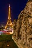 Torre Eiffel con la prestazione leggera a Parigi, Francia Fotografia Stock