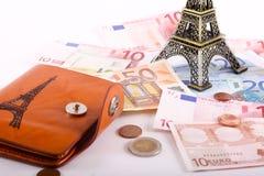Torre Eiffel con los billetes de banco de los euros Imágenes de archivo libres de regalías