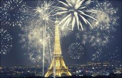 Torre Eiffel con los fuegos artificiales, Año Nuevo en París Fotografía de archivo libre de regalías