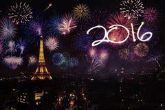 Torre Eiffel con los fuegos artificiales y los números 2016 Fotografía de archivo libre de regalías